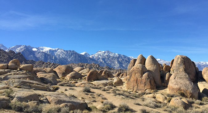 Alabama Hills looking toward the mountains